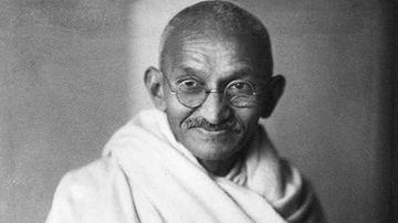 Gandhi : Non-violenta este arma celor puternici