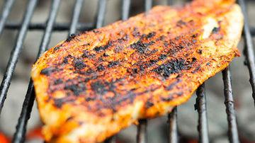 Crusta formata de alimentele gatite in exces poate tripla riscul bolilor de inima
