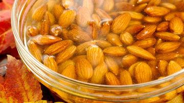 De ce trebuie sa hidratezi nucile,semintele si sâmburii înainte de a-i mânca?