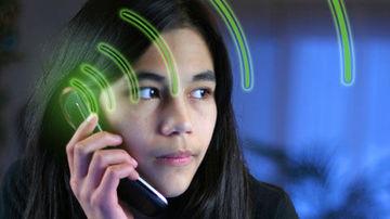 Zece moduri de a te proteja de radiatia daunatoare produsa de telefonul mobil
