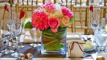 Un buchet de flori pe masa te poate ajuta sa mananci mai putin