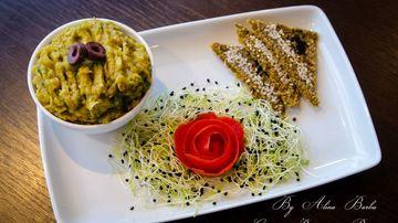 Salata de vinete cu avocado si turmeric
