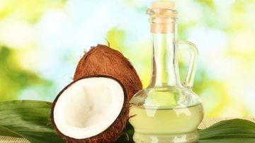 Uleiul din nuca de cocos curata gura si combate cariile