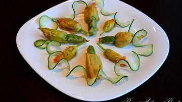 Deliciu culinar: flori de dovlecel umplute