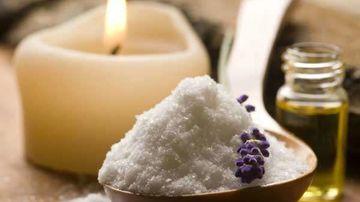De ce ar trebui sa incercati baia cu sare Epsom