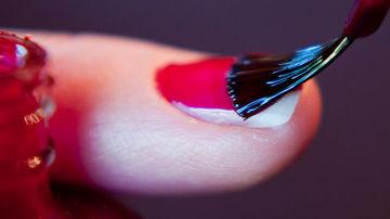 Stii ce se ascunde in oja de unghii?