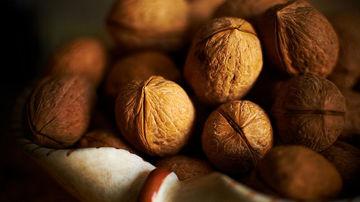 12 motive sanatoase pentru a consuma mai multe nuci