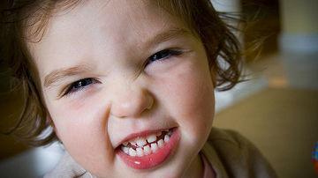 Cum sa iti protejezi dintii in mod natural si sa ai un zambet frumos