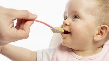 3 lucruri pe care nu doresti sa le gasesti in mancarea bebelusului tau