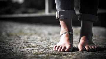 De ce persoanele foarte sensibile raman greu cu picioarele pe pamant
