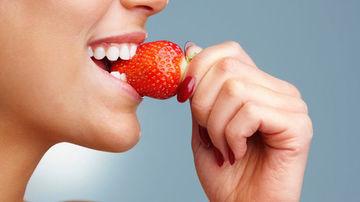 3 modalitati naturale si ieftine pentru un zâmbet mai frumos