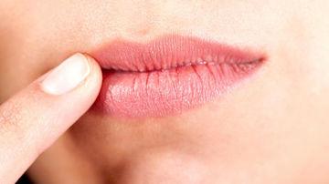 12 metode naturale de tratare a aftelor bucale