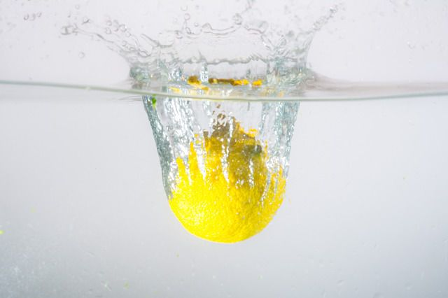 apa cu lamaie beneficii dimineata