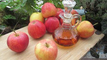 Foloseşte oţetul natural de mere pentru tratarea afectiunilor pielii
