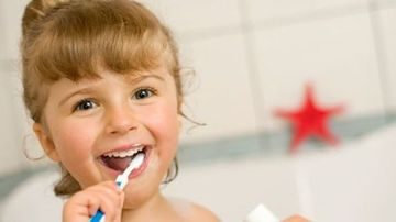 Cum sa-ti protejezi copiii de cariile dentare