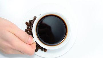 Riscurile consumului de cafea se dovedesc a fi mai mari decât beneficiile consumului ei, in special in cazul femeilor cu probleme hormonale
