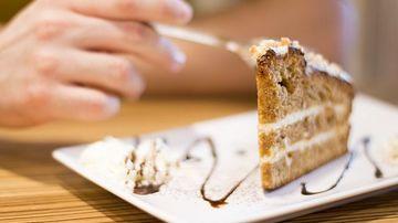 7 greseli comune care declanseaza poftele alimentare