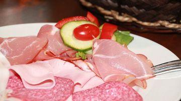 Ce ingrediente contine si cum este preparat salamul