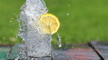Bicarbonatul de sodiu si sucul de lamaie, o combinatie cu efecte nebanuite in favoarea sanatatii