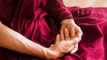 Care este diferenta dintre arta constientizarii (mindfulness) si meditatie?