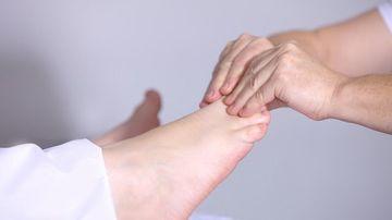 10 remedii naturale pentru durerile de picioare