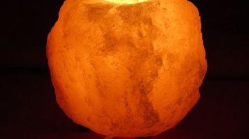 Beneficiile folosirii lampii din sare roz de Himalaya si cum recunosti o lampa autentica de una contrafacuta