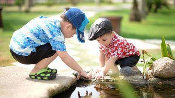 Cum contribuie joaca libera si timpul petrecut in natura la dezvoltarea copilului