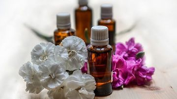 Aromaterapia pentru incepatori: uleiurile esentiale stimuleaza, echilibreaza si calmeaza