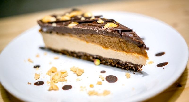 tort raw vegan snickers