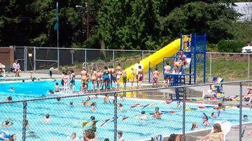 Exista sau nu urina in piscinele publice?
