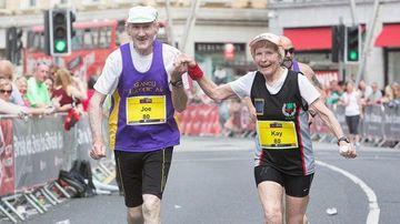 La 80 de ani acest cuplu aleargă la maraton pentru a sărbători 57 de ani de la căsătorie