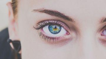 Ce înseamnă când se zbate ochiul?