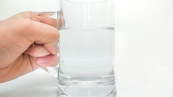 Ce se intampla daca bei apa dimineata