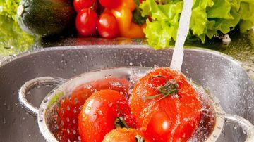 Care este cea mai eficienta metoda de a indeparta pesticidele de pe legume, fructe si verdeturi