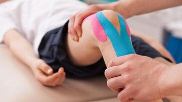Banda kinesiologica - o solutie simpla pentru inlaturarea durerii