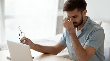 Afla cum poti sa iti protejezi ochii cand lucrezi mult la calculator