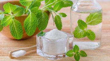 Pastă de dinţi naturală cu uleiuri esenţiale