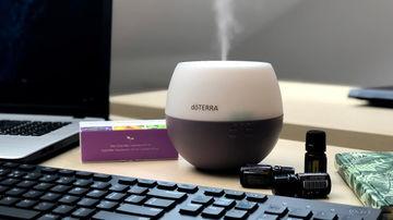 Cum miroase relaxarea sau de ce să folosești uleiuri esențiale la birou