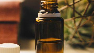 8 uleiuri esentiale pentru durerile de gat