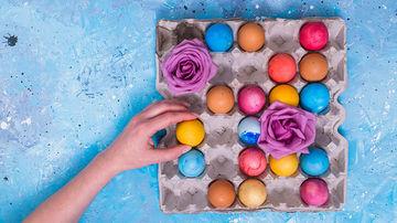 Idei sanatoase: oua de Paste vopsite natural