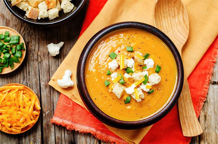 supa crema de cartofi dulci cu conopida si turmeric