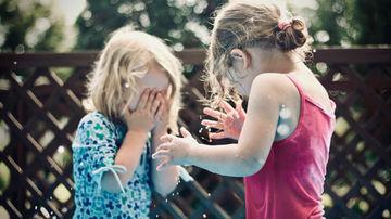 Jocul și joaca – cheia unei copilării fericite