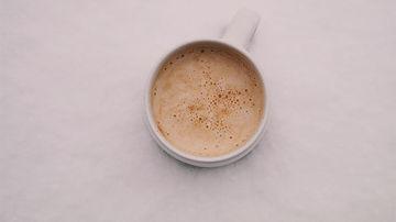 Latte cu ashwagandha si unt de arahide