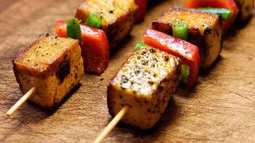 Frigarui de tofu si legume in sos sriracha