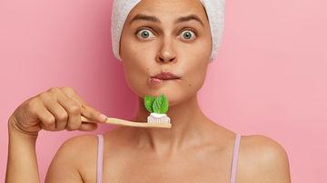 Ce ar trebui să conțină o pastă de dinți naturală, sigură și eficientă?